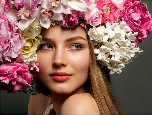 Весенняя девушка цветы