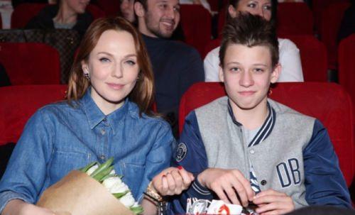 Albina Dzhanabaeva and her son Konstantin