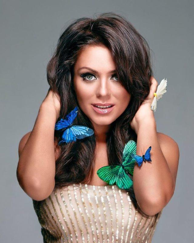Attractive singer and actress Yulia Nachalova
