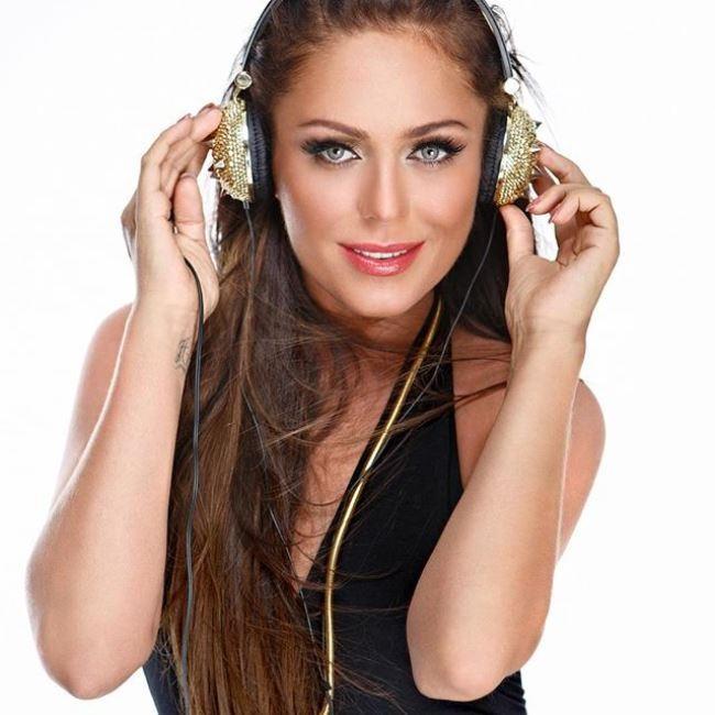 Brilliant singer and actress Yulia Nachalova