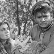 Evgeny Leonov and Chursina in the film Don Story