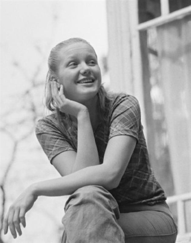 Popular actress Lena Proklova