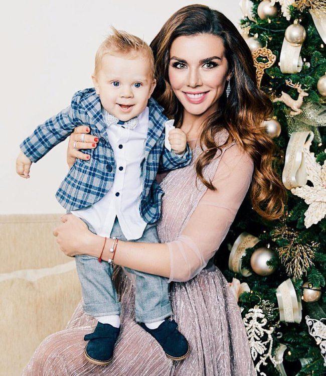 Pretty Sedokova and her son