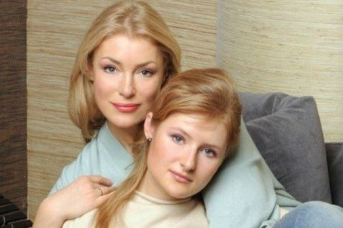 Shukshina with her daughter Anna