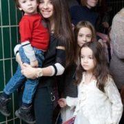Singer Anna Pletneva and her children
