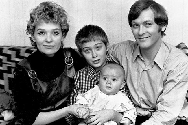 Vladimir Ivashov and Svetlichnaya with children