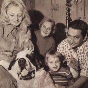 Gorgeous actress Nataliya Kustinskaya and her family