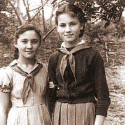 Little Sofia Rotaru and her sister