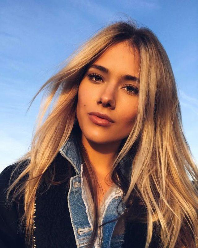 Yulia Parshuta, beautiful singer