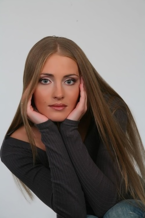 Anna Kazyuchits, actress