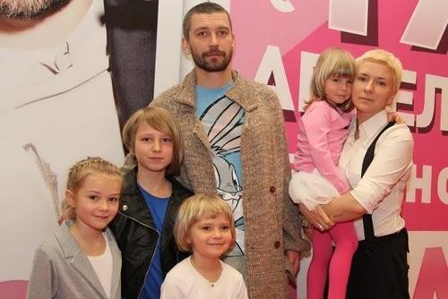 krestovskiy family