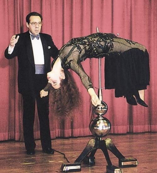 Igor Kio – Russian illusionist