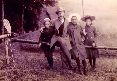Prokudin-Gorsky with his children