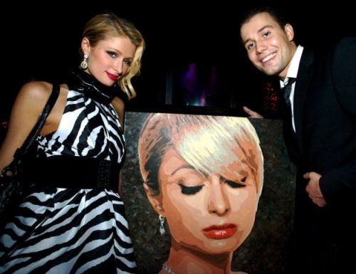 The popular Russian artist D. Fedorov presented a socialite Paris Hilton with her portrait.
