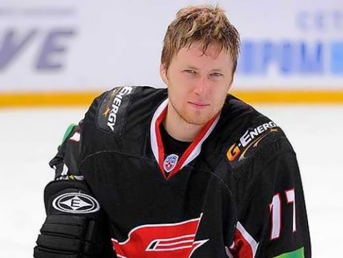 Anton Belov, hockey