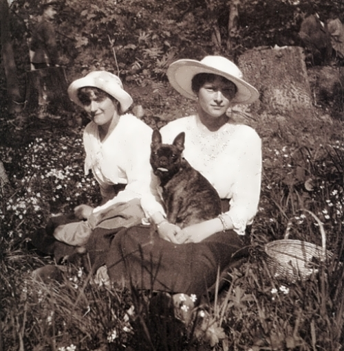 Tatiana and Anastasia 1917