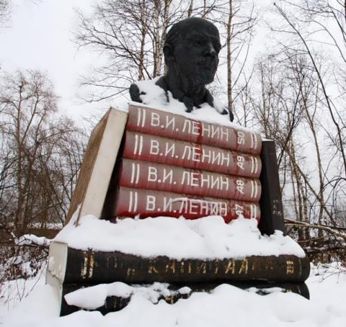 Lenin in village Voznesenie
