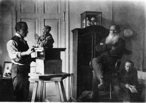 Trubetskoy sculpts portrait of Tolstoy, Gorbunov reads aloud