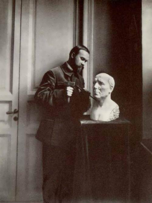 Kustodiev is working on a bust of F. Sologub, 1912