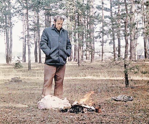 Solzhenitsyn burns the manuscript of his book The Gulag Archipelago