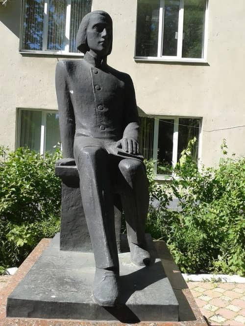 Sculpture of young Belinsky in Penza