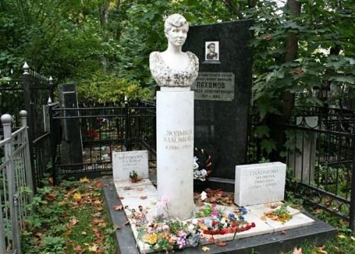 Grave of Lyudmila Pakhomova