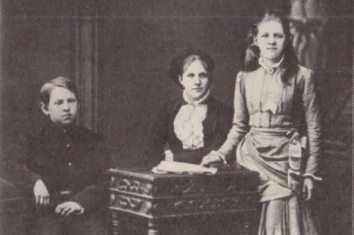 Anna Snitkina and children