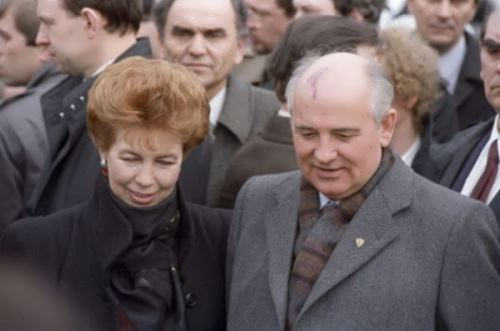 Raisa and Mikhail Gorbachev during a friendly visit to Yugoslavia, 1988