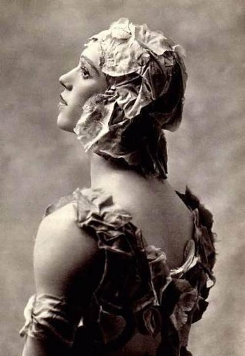 Vision of Rose by K. M. Veber, 1911