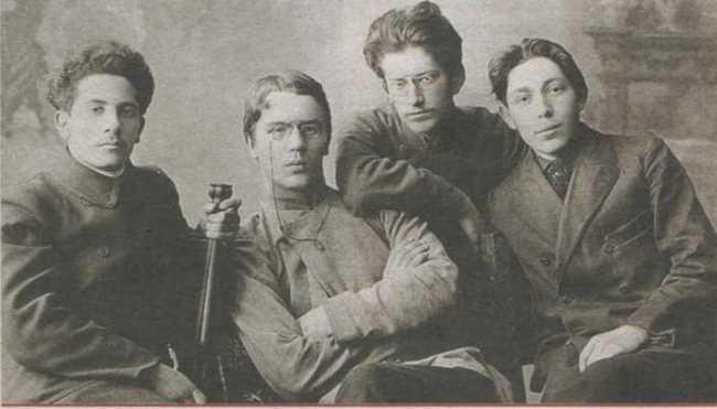The far left - Zinovy Peshkov, second from the right - Yakov Sverdlov