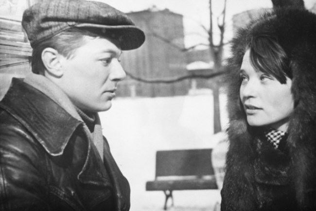 Alexander Zbruev and Svetlana Svetlichnaya in the film Chistye Prudy