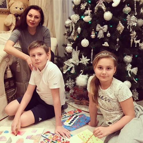 Bochkareva and her children