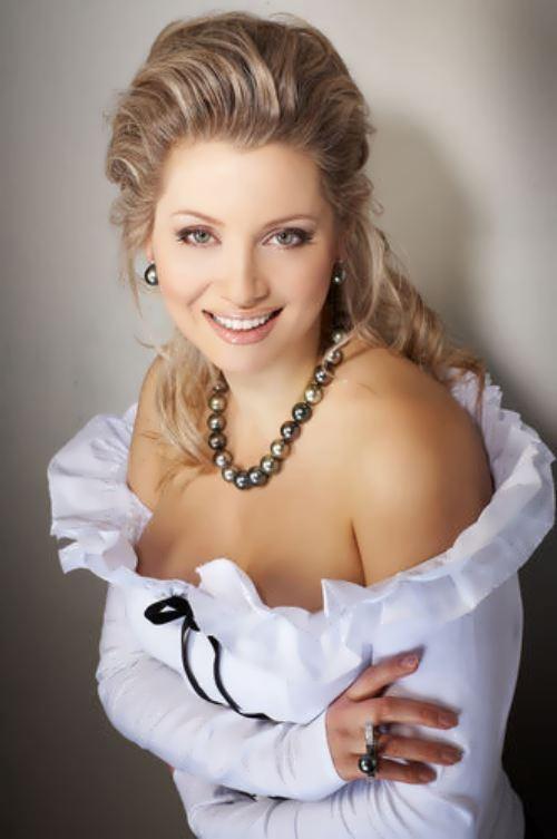 Lena Lenina writer