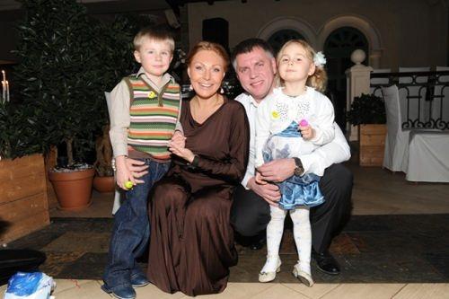 Natalia Bochkareva with her former husband and children