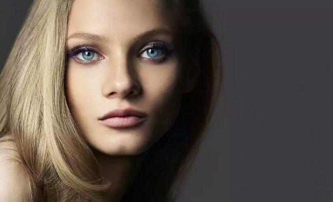 Popular model Anya Selezneva