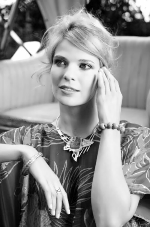 Alyona Torganova singer