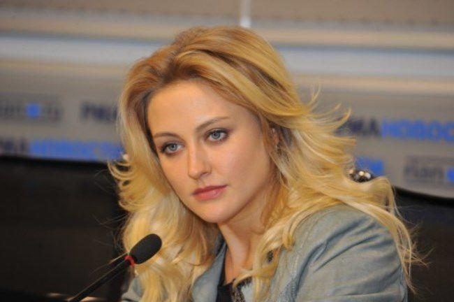 Eva Bushmina, pop-singer