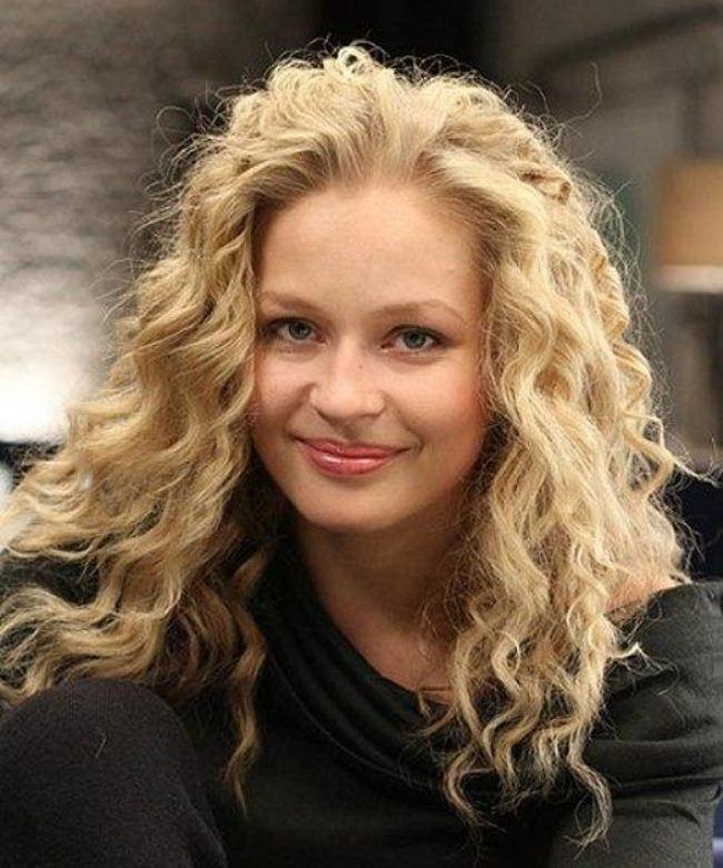 Charming actress Yulia Peresild