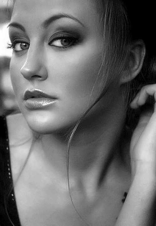 Eva Bushmina pop-singer