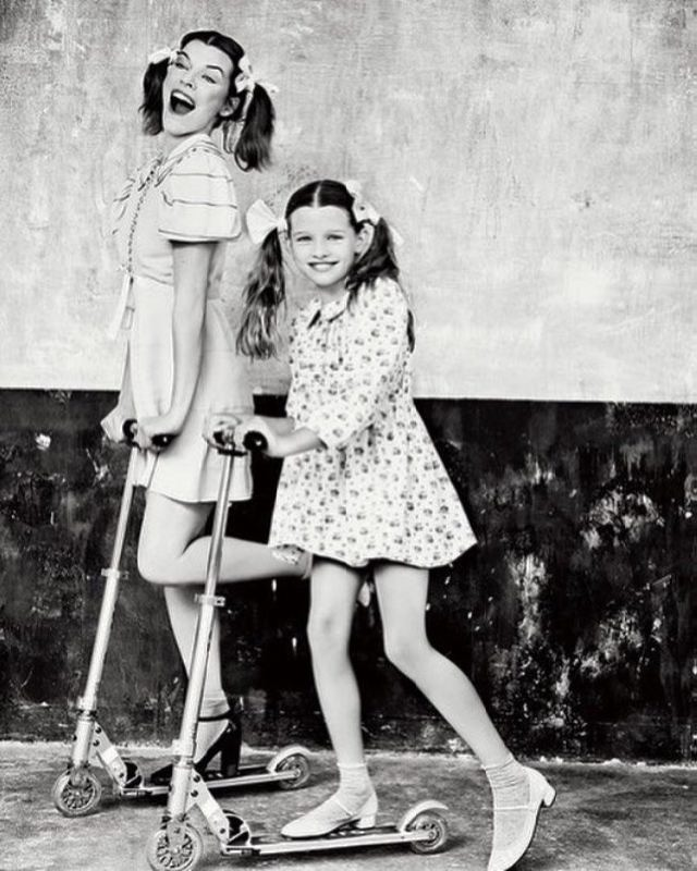 Popular Milla Jovovich and her daughter
