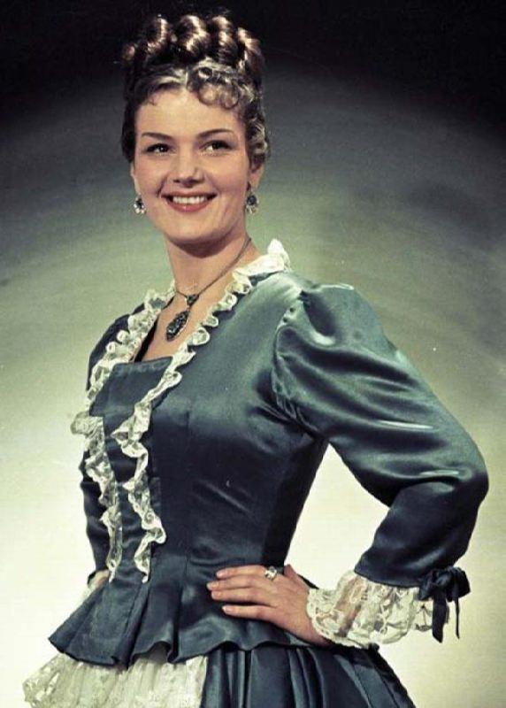 Stunning actress Yulia Borisova