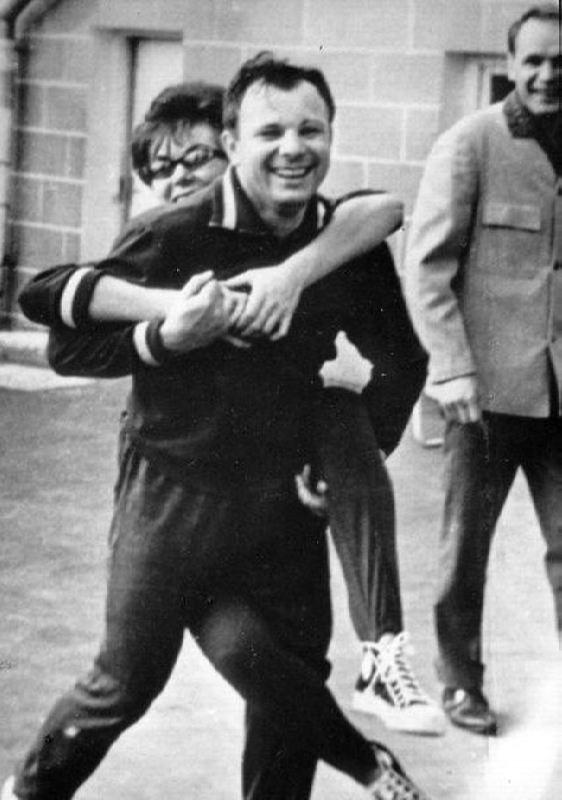 Yuri Gagarin and Edita Piekha