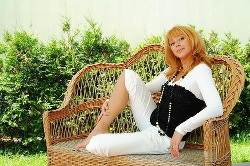 Apina beautiful singer