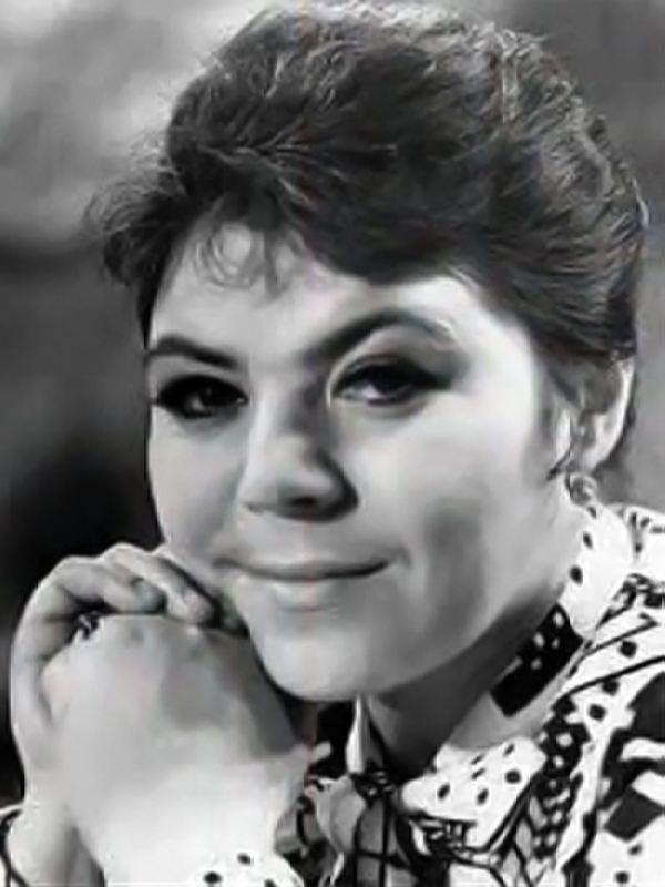 Maiya Crystalinskaya, singing star