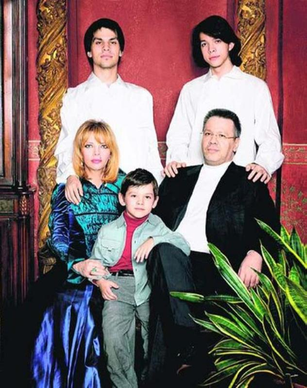 Happy family. Ekaterina Rozhdestvenskaya and Dmitry Biryukov with their sons