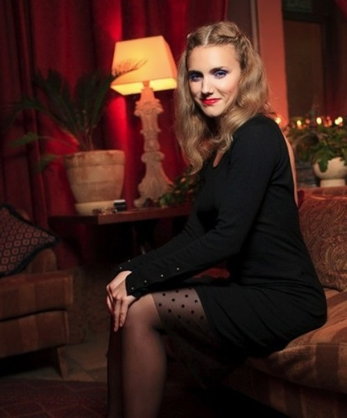 Irina Toneva singer