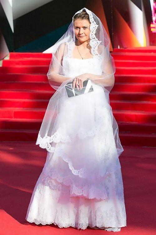 golubkina in wedding dress