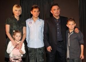 Kostya Tszyu family