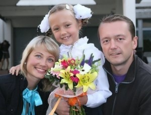 Katya Starshova, her mother and father