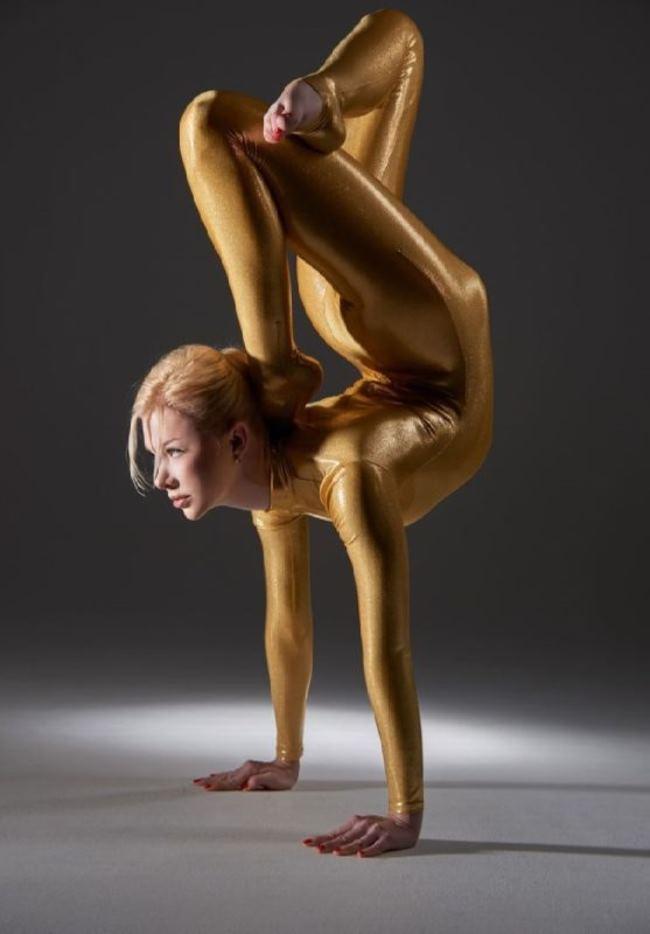 Julia Gunthel – Goddess of Flexibility